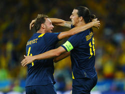 Vergangenheit und Zukunft: Andreas Granqvist (l.) übernimmt die Binde von Zlatan Ibrahimović