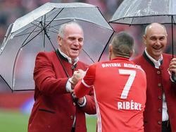 Hoeneß (l.) weiß, wie man mit Ribéry umgehen muss