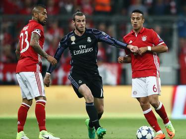 Gareth Bale (m.) hat großen Respekt vor den Bayern