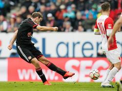 Stefan Reinartz (l.) wurde von West Ham United umworben