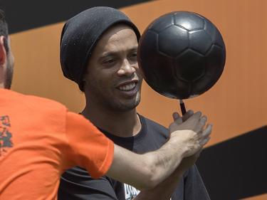 Ronaldinho hat ein Händchen für den Ball