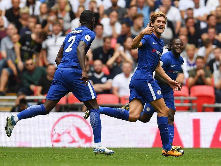 Marcos Alonso (re.) hat den FC Chelsea mit zwei Toren zum Sieg geschossen