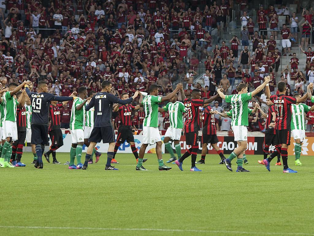Kuriosität im brasilianischen Fußball: DIe Spieler verließen gemeinsam den Platz