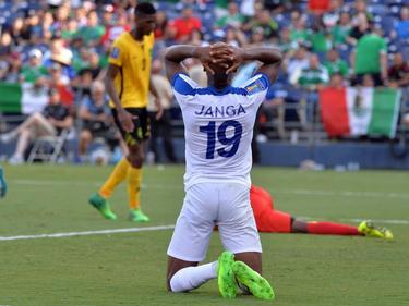 Rangelo Janga baalt van een gemiste kans tijdens de wedstrijd Curaçao - Jamaica (10-07-2017).
