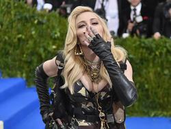 Madonna wechselt für ihren Sohn nach Lissabon