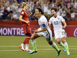 La mediocampista y capitana Carli Lloyd anotó  de penalti (69) el primer gol. (Foto: Getty)
