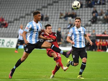 Zoltán Stieber (M.) hat Kaiserslautern gegen 1860 München einen Punkt gerettet