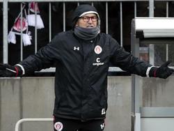 Trainer Ewald Lienen hat mit St. Pauli seit zehn Spielen nicht gewonnen