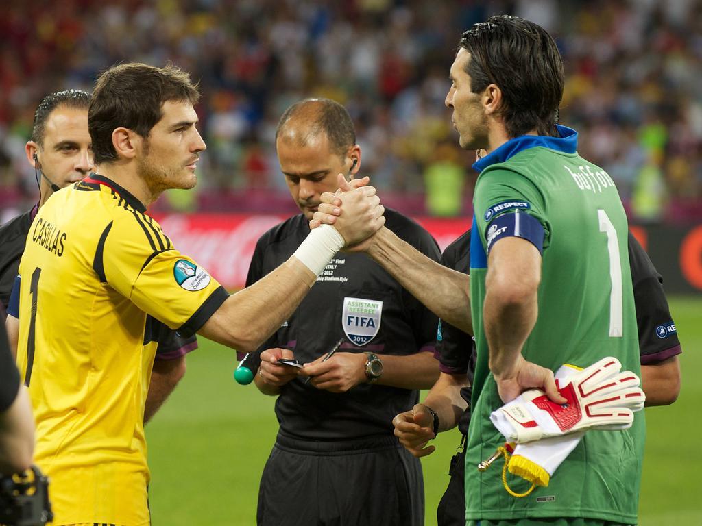 Gianluigi Buffon (r.) trifft mit Juve auf Iker Casillas und den FC Porto