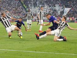 Ciro Immobile (Mitte) erzielte beide Treffer für Lazio