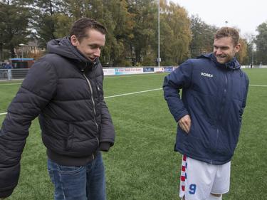 Dennis Kaars (r.) kan lachen na een wedstrijd van De Dijk.