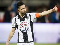 Vlak voor het einde van het duel tussen Heracles Almelo en FC Utrecht maakt Thomas Bruns met een rake kopbal de 2-1, waarmee hij zijn ploeg aan drie punten helpt. (11-03-2017)