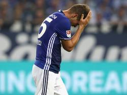 Klaas-Jan Huntelaar nach einem Zusammenprall im Spiel gegen Bayern München
