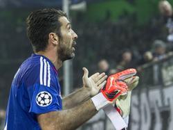 Buffon wollte den Gladbach-Fans seine Handschuhe schenken, bekam sie aber zurück