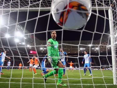 Wieder einer drin: Hoffenheims Keeper Baumann geschlagen