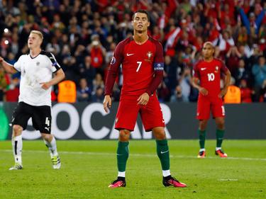 Cristiano Ronaldo ist nach dem verschossenen Elfmeter im EM-Gruppenspiel gegen Österreich am Boden zerstört. (18.06.2016)