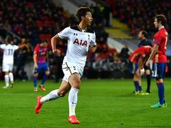 Heung-min Son breekt de ban en zet Tottenham Hotspur twintig minuten voor tijd op 0-1 tegen CSKA Moskou. (27-09-2016)