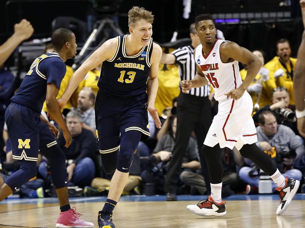 Moritz Wagner (Nummer 13) spielt im College-Basketball eine tragende Rolle