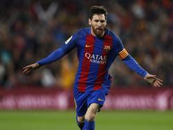 Lionel Messi kan juichen tijdens het competitieduel FC Barcelona - Real Sociedad (15-04-2017).