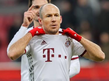 Grote opluchting bij Arjen Robben: dankzij twee late doelpunten wint Bayern op bezoek bij Ingolstadt. (11-02-2017)