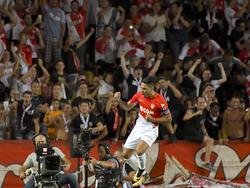 Falcao celebra con su afición uno de los muchos tantos que lleva. (Foto: Getty)