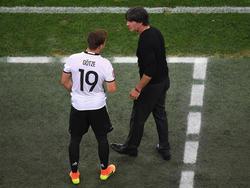 Bundestrainer Joachim Löw (r.) könnte auf Mario Götze zurückgreifen