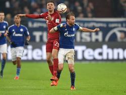 Thomas Müller (r.) im Duell mit DFB-Teamkollege Benedikt Höwedes