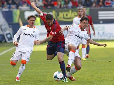 Acuña (centro) también jugó en Osasuna en el 2014. (Foto: Imago)