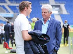 Dietmar Hopp (r.) lobt Trainer Julian Nagelsmann