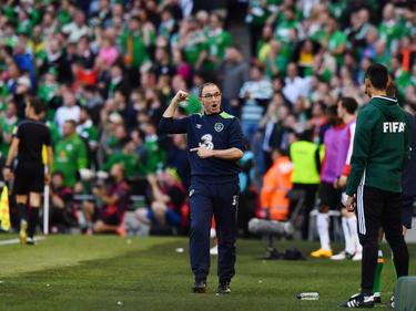 """""""Bitte, hast du das gesehen"""", scheint Irlands Teamchef Martin O'Neill in etwa hier mitteilen zu wollen"""