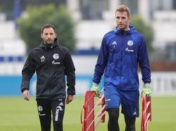 Schalke-Keeper Fährmann (re.) lobt Tedesco (li.)