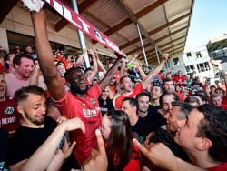 Die Hannover-Profis feierten den Aufstieg mit ihren Fans