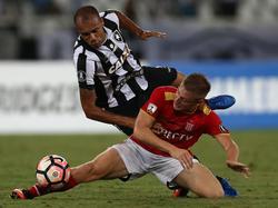 Santiago Ascacibar (r.) wird mit dem VfB Stuttgart in Verbindung gebracht