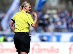 Bibiana Steinhaus ist die erste Schiedsrichterin in der ersten Bundesliga