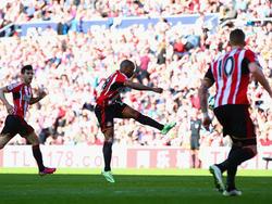 Augen zu und drauf: Jermain Defoe trifft einem fulminanten Schuss zum 1:0 gegen Newcastle