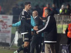 Mario Gomez verärgert mit seinen Forderungen Trainer Günes (r.)