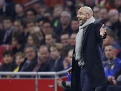Peter Bosz coacht zijn ploeg tijdens Ajax-Heracles Almelo. (26-02-2017)