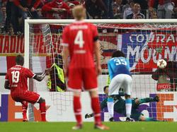 Mitten ins Tor: Sehrou Guirassy verwandelt den Elfmeter für den 1. FC Köln