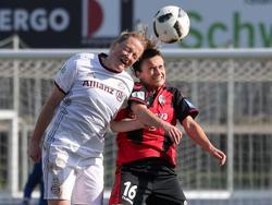 Melanie Behringer (l.) traf gegen den SC Freiburg per Freistoß