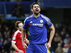 Chelsea krijgt in de eerste helft de beste kansen. Normaliter zijn die een prooi voor Diego Costa, maar deze keer mist hij. (07-02-2016)