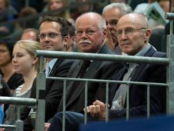 Bremens Innensenator Ulrich Mäurer (2.v.r.) beharrt auf seine Forderungen