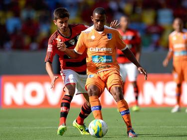 Mattheus Oliveira (izq.), en un partido con Flamengo. (Foto: Getty)