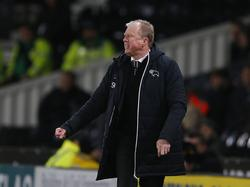 Derby County-trainer Steve McClaren baalt tijdens het competitieduel Derby County - Preston North End (07-03-2017).