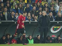Henrikh Mkhitaryan (l.) sieht die Schuld für seinen schlechten Start bei United bei sich selbst