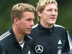 Podolski (izq.) y Schweinsteiger en el 2004 con 'La Mannschaft'. (Foto: Getty)