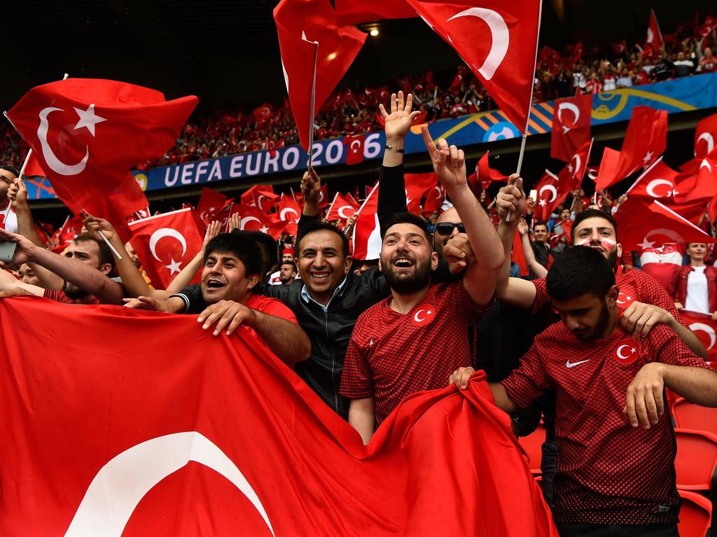 Offiziell! Die Türkei bewirbt sich um die Fußball-Europameisterschaft 2024