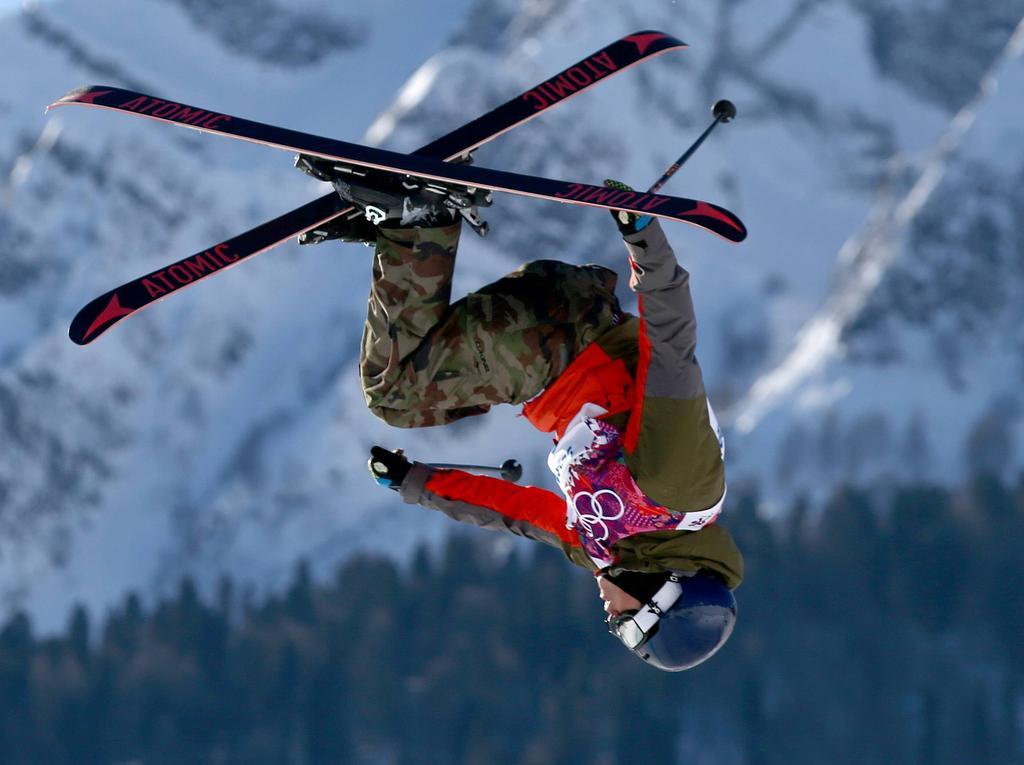 Elias Ambühl hat einen Rekord im Rückwärts-Skifahren aufgestellt