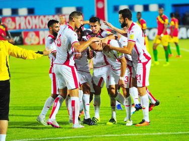 Aymen Abdennour (2.v.r.) wird von seinen Teamkollegen gefeiert