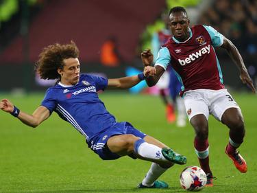 David Luiz intentará frenar al delantero del West Ham Antonio. (Foto: Getty)