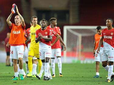 El equipo monegasco aplaude a su afición tras el encuentro. (Foto: Imago)
